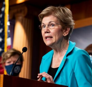 Elizabeth Warren Doesn't Get Fed Trading Ban Proposal by Oct. 15 as Requested